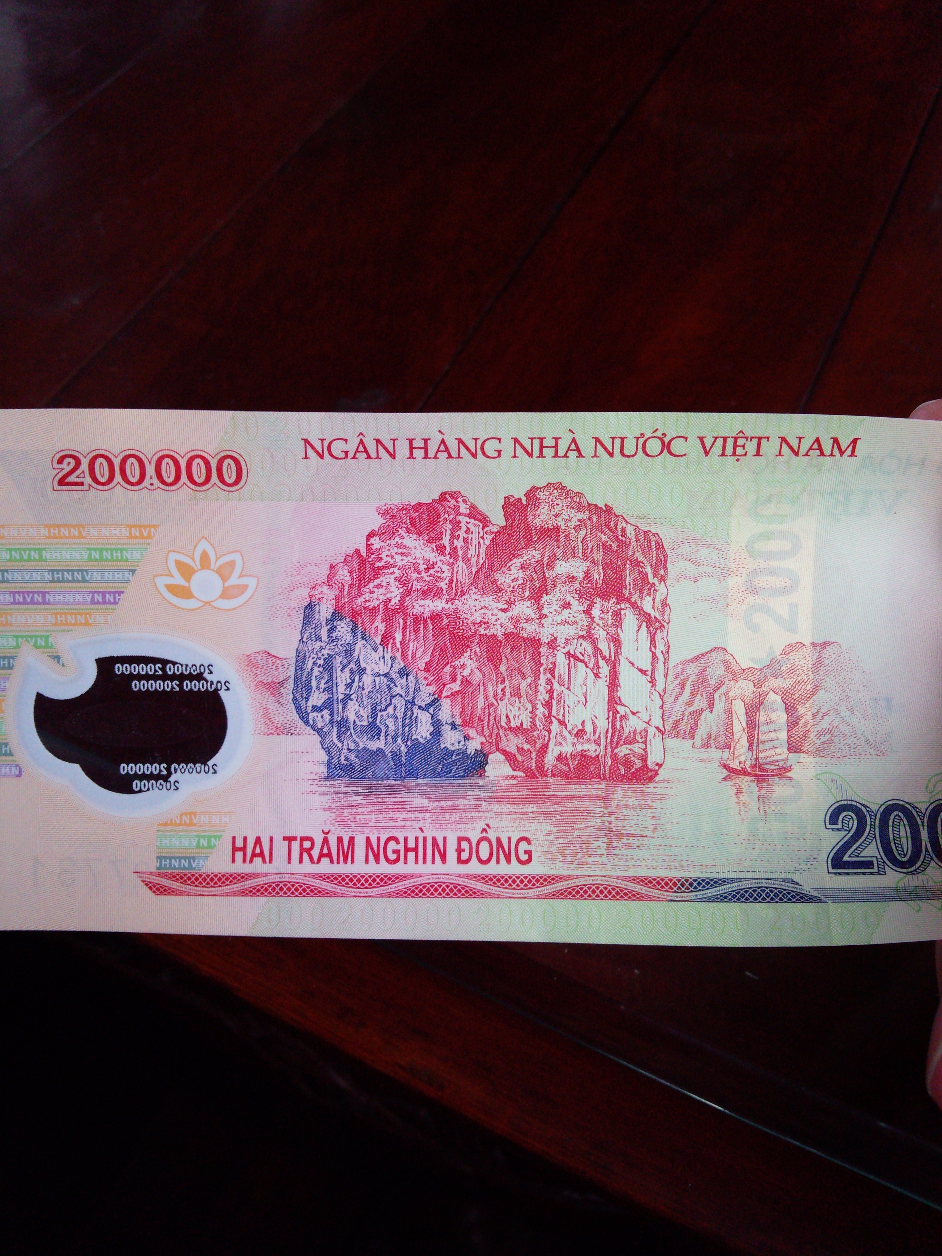 10 200,000ドン